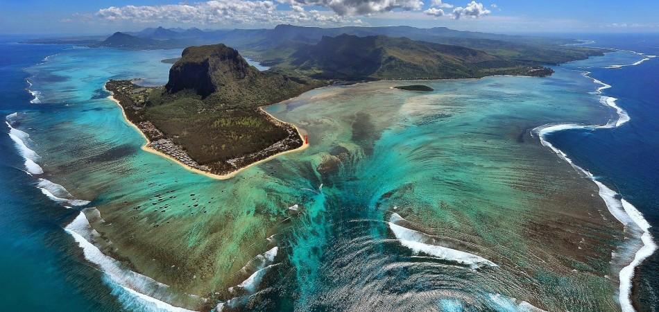 aerial-photo-le-morne-mauritius